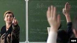 «До сих пор преподаватели были избавлены от денежной повинности, которой обложены все работники бюджетной сферы Чечни»