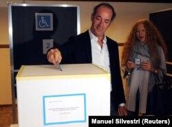 Очільник Венето Лука Дзайя під час референдуму щодо автономії регіону на виборчій дільниці неподалік від Тревізо, 22 жовтня 2017 року