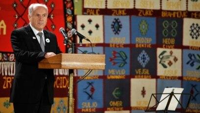 Valentin Inzko, odlazeći Visoki predstavnik za Bosnu i Hercegovinu na komemoraciji u Srebrenici, Potočari 11.jula 2015.