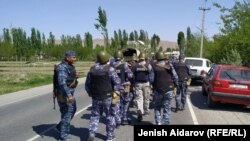 Police and military personnel on high alert in the Kyrgyz village of Kok-tash on April 29.