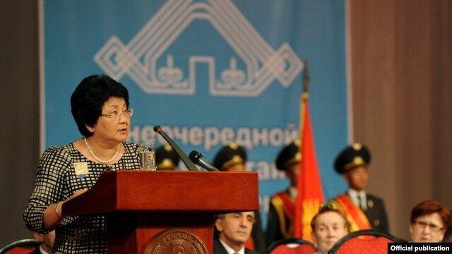 A speech by Kyrgyzstan's President Roza Otunbaeva in favor of developing the Kyrgyz language has reignited an old debate in the country.