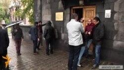 «Ոտքի՛, Հայաստան»-ը պատգամավորներից պահանջում է քննարկել Սերժ Սարգսյանի պաշտոնանկության հարցը