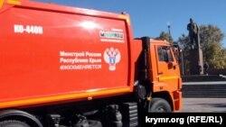 Симферополь, площадь Ленина, 24 мусоровоза передали Крыму, 2 ноября 2015