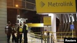 Манчестр полицияси метро станцияларини қўриқламоқда.