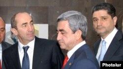 Слева направо - Роберт Кочарян, Серж Саргсян и Тигран Саргсян (архив)