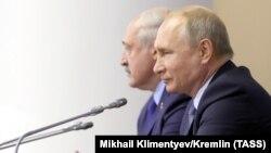 Vladimir Putin (sağda) və Alyaksandr Lukashenka iyulunn 18-də görüşüblər