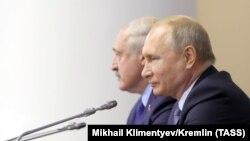 Рускиот претседател Владимир Путин со својот белоруски колега, Александар Лукашенко