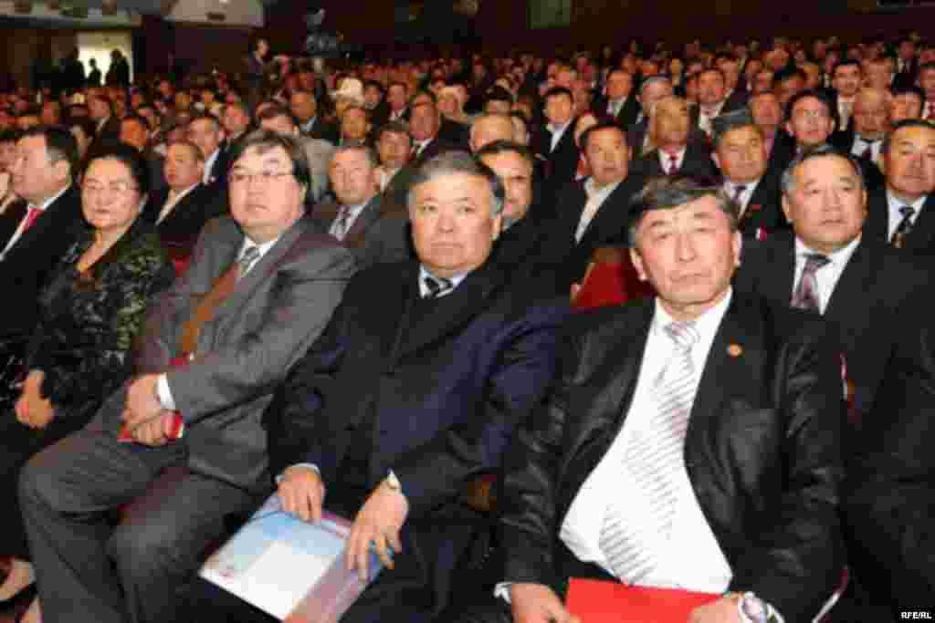 "Курултайга 344 делегат катышты. - Kyrgyzstan - Congress of Pro-Presidential Party ""Ak jol"" to nominate K.Bakiev to Presidential Election. 1May2009"