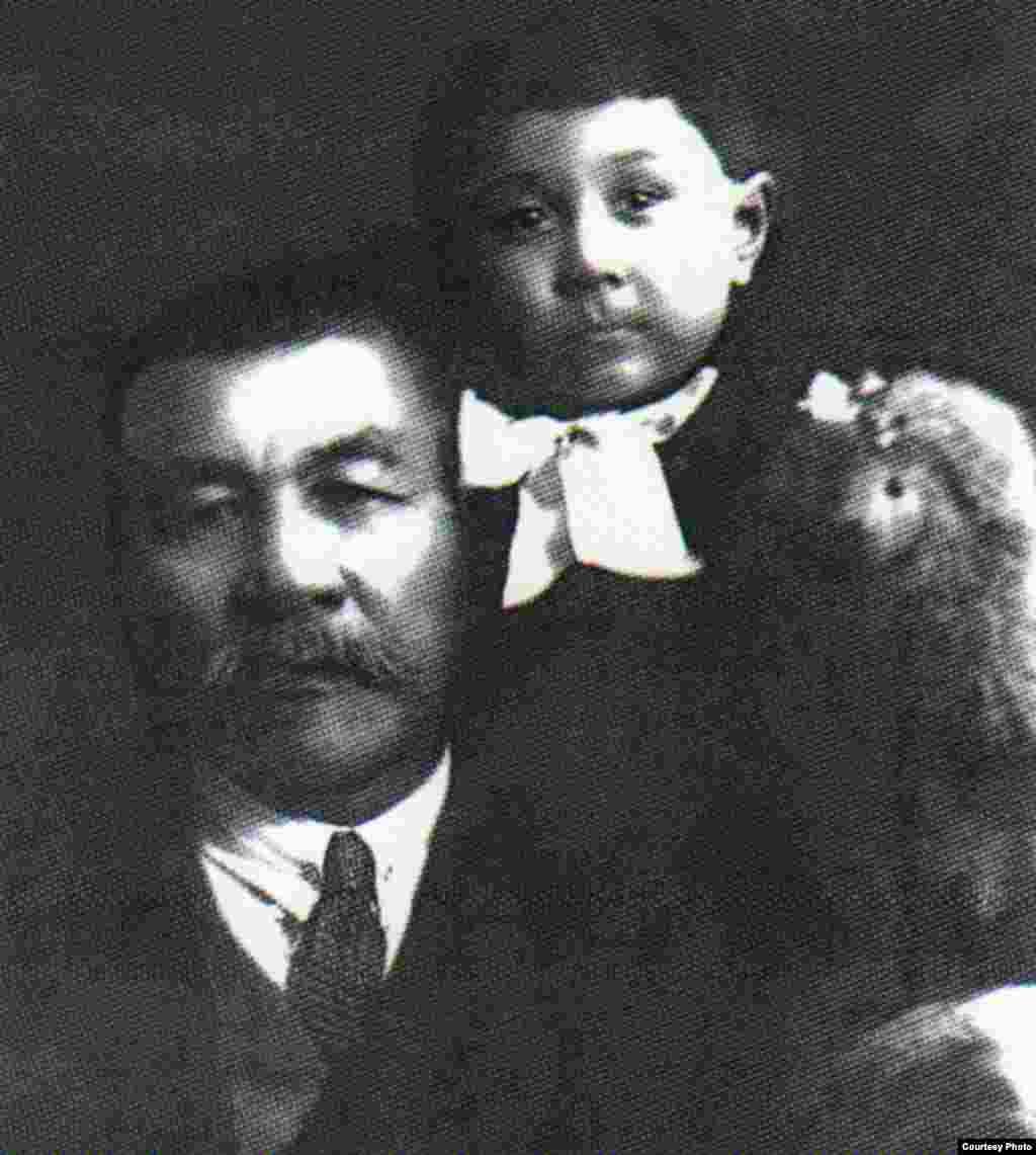Әлихан Бөкейханов жиені Ескендірмен. Мәскеу.