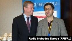 Štefan File u razgovoru sa Draganom Štavljaninom u Bratislavi, april 2012.