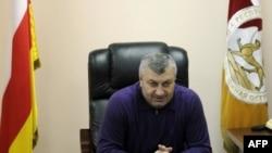 По мнению Юрия Дзиццойты, народу оставили возможность выбирать между теми, кого уже выбрали