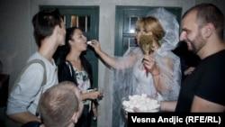 Перформанс «Молитва за гордость», состоявшийся 3 октября 2012 г в рамках недели Gay Pride в Белграде