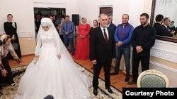 17-ամյա դպրոցականի և 47-ամյա չեչեն ոստիկանի ամուսնությունը, 17-ը մայիսի, 2015թ.