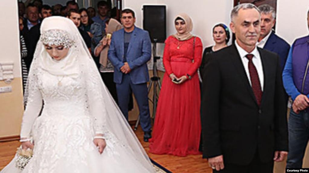 Опубликованы фото и видео со скандальной свадьбы в Грозном 62