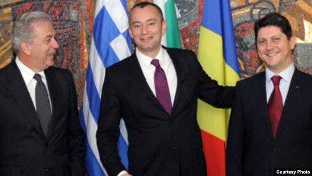 Titus Corlăţean, Nikolai Mladenov şi Dimitris Avramopoulos (de la dreapta la stânga)