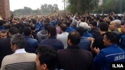 برخورد با کارگران گروه ملی صنعتی فولاد ایران در اهواز پس از یک ماه اعتصاب آنان در سال گذشته انجام میگیرد