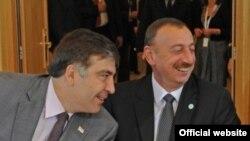 Саакашвили (слева) и Алиев, Варшава, 30 сентября 2011