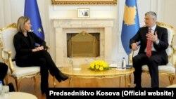 Голова європейської дипломатії Федеріка Моґеріні та президент Косова Хашим Тачі, Приштина, 4 березня 2017 року
