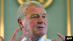 "Paddy Ashdown advocated for the ""full-hearted, engaged support of the United States."""