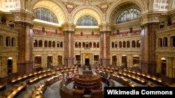 تالار اصلی کتابخانه کنگره آمریکا در ساختمان توماس جفرسون، واشنگتن دیسی.