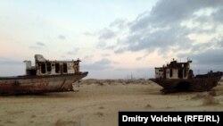 Пісок на місці Аральського моря в Узбекистані, березень 2014
