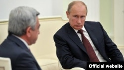 Russia - President Vladimir Putin (R) meets with his Armenian counterpart Serzh Sarkisian in the Kremlin, 8Aug2012.