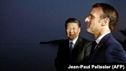 Emmanuel Macron (dreapta)și Xi Jinping la Beaulieu-sur-Mer, pe riviera franceză, în martie 2019