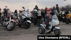 Съезд байкеров на Воробьевых горах в поддержку патриарха Кирилла