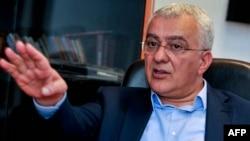 """Andrija Mandić, lider DF juče je rekao da je """"gospođa iz ambasade"""" Srbije uticala na jednog od optuženih."""