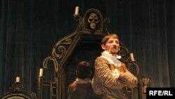 Пан Твардоўскі натле свайго люстра