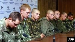 Затримані на Донеччині десантники Росії на прес-конференції в Києві (27 серпня). Це військовослужбовці 331-го полку 98-ї Свірської дивізії Повітрянодесантних військ Російської Федерації