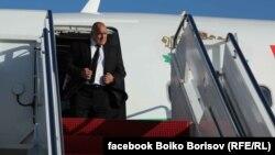 Бойко Борисов слиза от правителствения самолет във Вашингтон