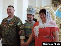 Едуард Мальований (ліворуч), отець Богдан Бойко (посередині) та Людмила Мальована (праворуч)