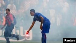 Baklje na utakmici Hrvatska Češka