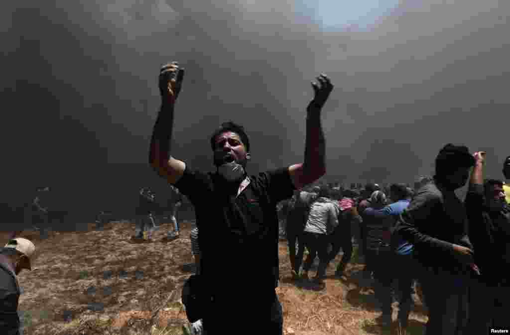 """Палестина автономиясының басшысы Махмуд Аббас Израиль әскерінің """"қанды қырғынын"""" айыптап, үш күндік қаралы күн жариялады."""