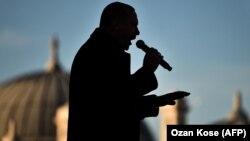 Реджеп Эрдоган выступает в Стамбуле на открытии метро, 15 декабря 2017