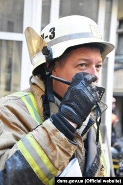 Заступник начальника Управління ДСНС в Одеській області Олександр Крицький працював на місці пожежі і був головним спікером для преси. Фото Державної служби з надзвичайних ситуацій