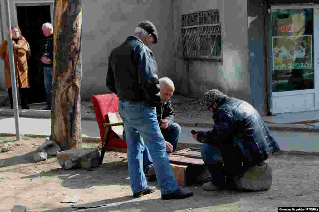 Backgammon on the streets of Tbilisi. Photo by Gvantsa Gagnidze