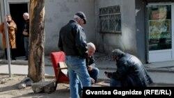 Tbilisi küçələrində nərd oynayanlar. Foto Gvantsa Gagnidze-nindir