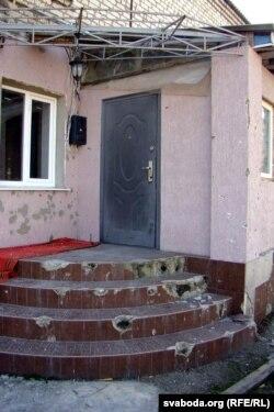 Дом у Валуйску пасьля абстрэлу (фота Сяргея Целіжэнкі)