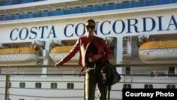 Lola Ageyeva Costa Concordia kemasiga chiqishdan avval tushgan surat.