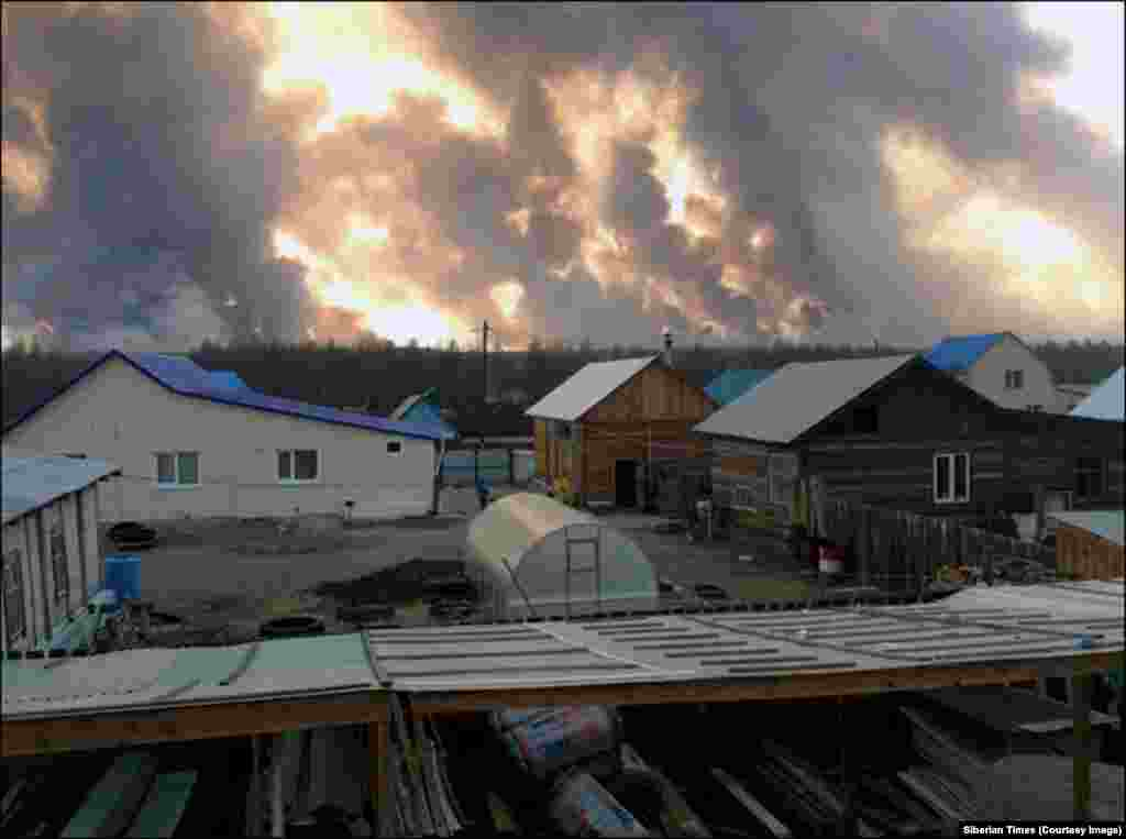 "Another view of the blaze. The Russian official claimed ""99 percent of all fires in the Amur region, the Trans-Baikal region, and Buryatia are caused by people who set fire to grass."""