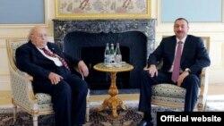 Prezident İlham Əliyev Bakıda Türkiyənin IX prezidenti Süleyman Dəmirəli qəbul edir, 10 oktyabr 2011