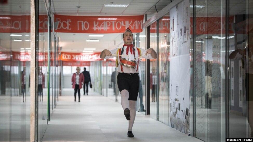 Soviet-Themed Shopping Center Opens In Minsk