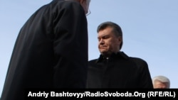 Sticking together? Speaker Volodymyr Lytvyn, President Viktor Yanukovych, and Prime Minister Mykola Azarov (left to right, in a file photo)
