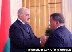 Лукашэнка ўзнагароджвае Чыжа ордэнам Айчыны ІІІ ступені, 28 жніўня 2013
