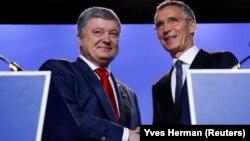 Петро Порошенко виступив зі спільною заявою з генсекретарем НАТО Єнсом Столтенберґом перед початком засідання Північноатлантичної ради за участю України і Грузії