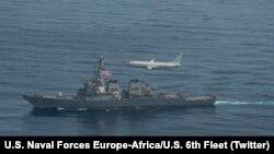 Корабли ВМС США «Портер» и «Дональд Кук» вместе с авиацией НАТО и самолетами ВМС США провели многоотраслевую морскую операцию в Черном море, 28 января 2021 года