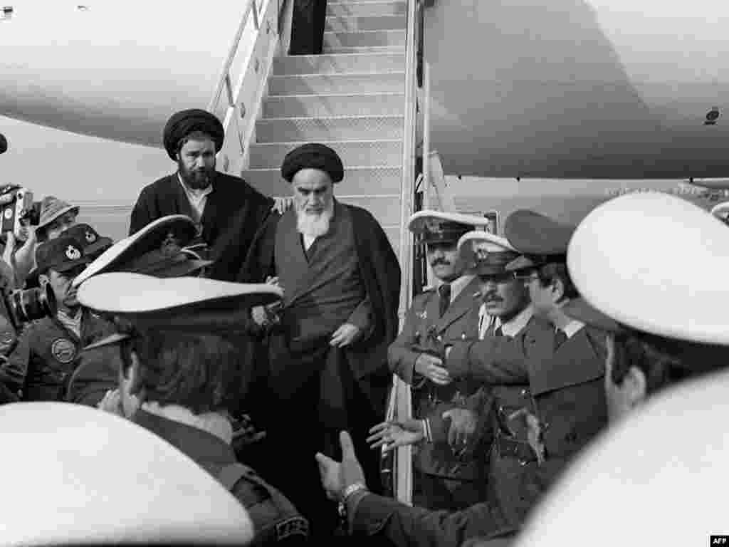 Khomeini leaving the jet in Tehran on February 1, 1979. Some 120 journalists accompanied him on the flight from Paris.