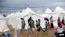 Туркиядаги суриялик қочқинлар лагери, 2012 йил 15 марти.
